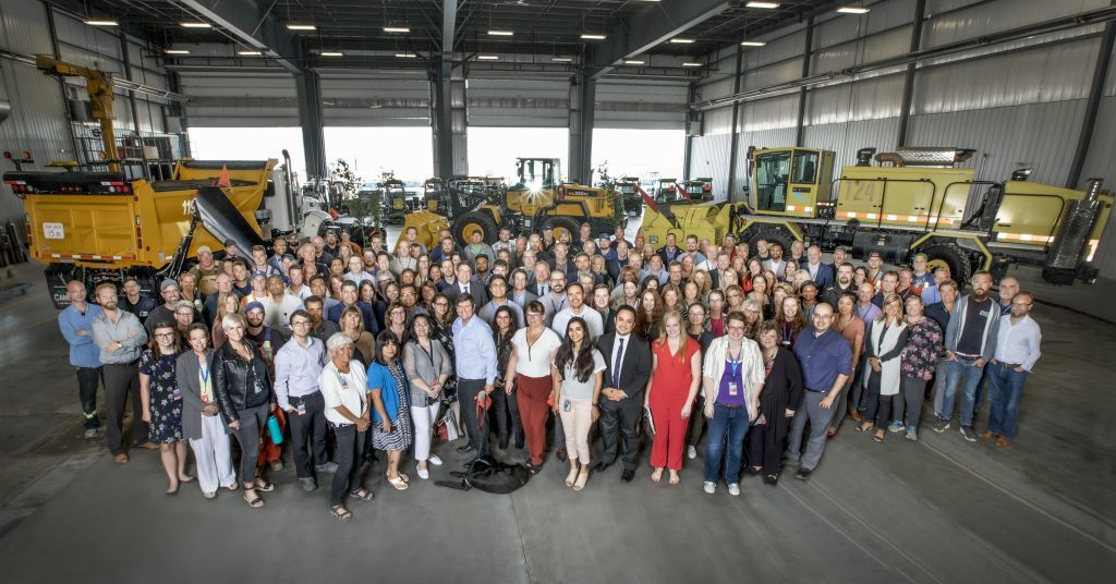 Photo de groupe des employés de l'Aéroport international d'Edmonton2019