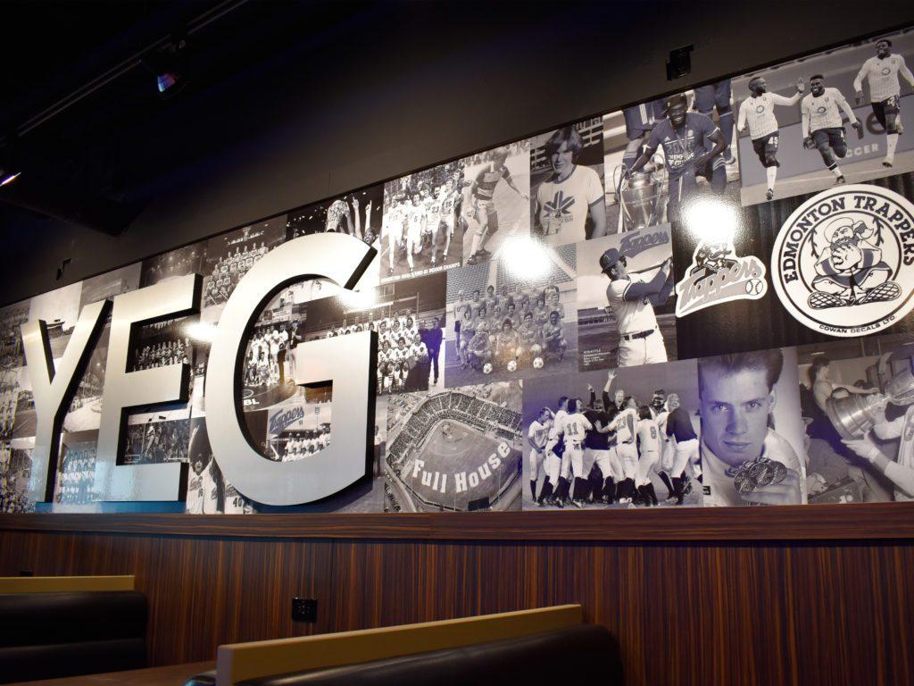 Mur intérieur avec photos de sport rétro